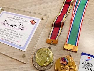 大会の賞状とメダル、JAPANプロライセンス